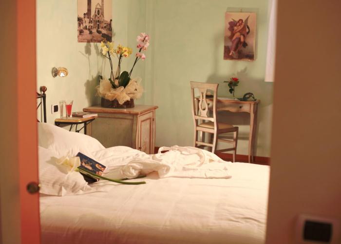Camera Amore e Psiche specchio e letto