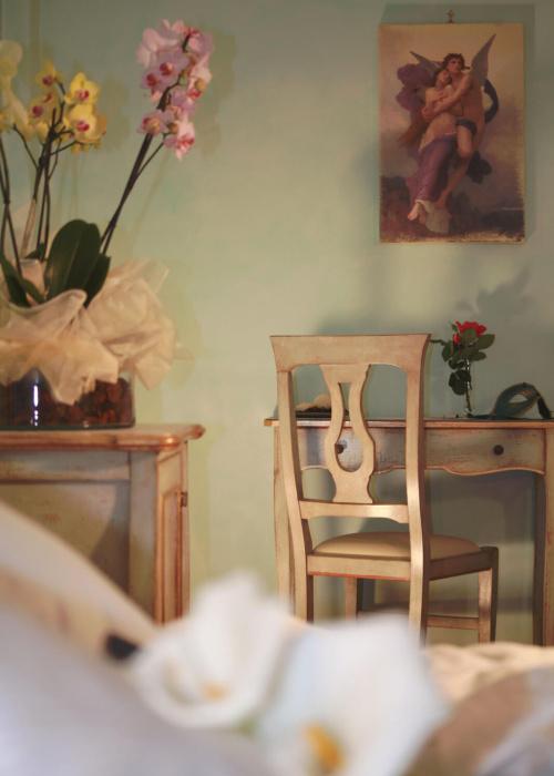 Camera Amore e Psiche sedia e scrivania