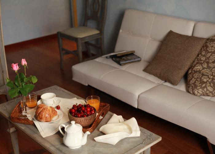 Camera Angelica e Medoro colazione e divano