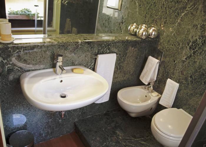 Camera Lancillotto e Ginevra bagno di marmo