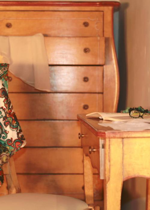 Camera Lancillotto e Ginevra scrittoio di pregio