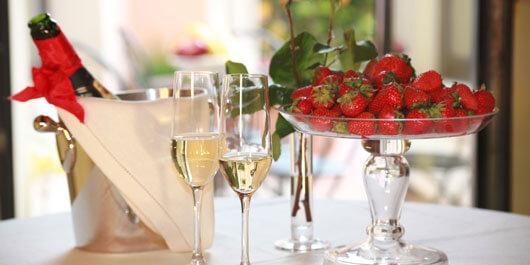 Champagne e fragole aperitivo al Relais